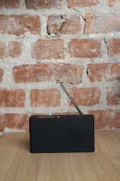 Omslag - Dab+ radio, sort